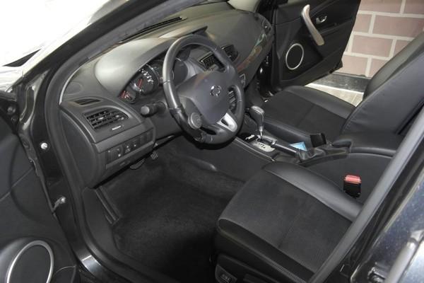 ホットメルト接着剤 使用事例 自動車内装