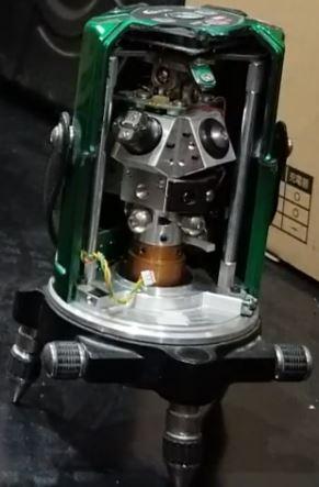 ジンバル式レーザー墨出し器