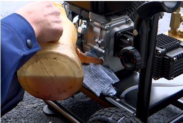 業務用高圧洗浄機 オイルの給油